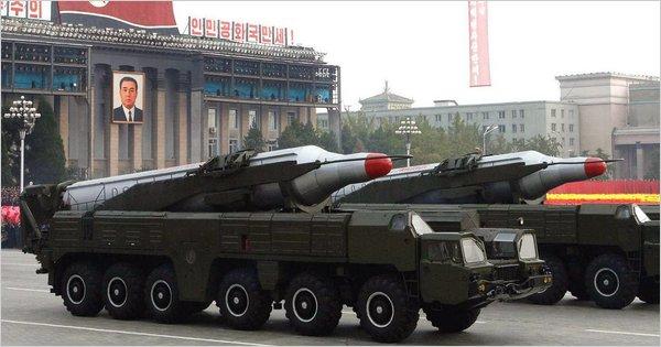 Rachetă Musudan-ri pe lansator mobil în timpul unei parade la Pyongyang