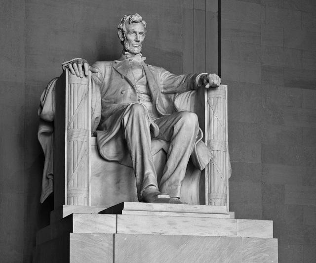 Lincoln_Memorial_(Lincoln_contrasty)
