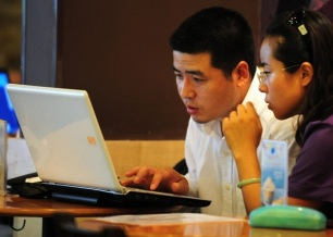 china_internet_cafe_88770926