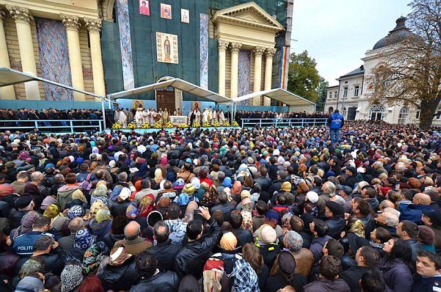 sfanta-liturghie-cuvioasa-parascheva-2011