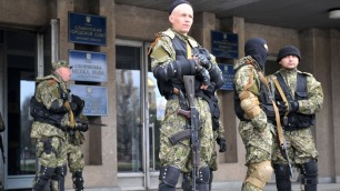 Armed men in Slaviansk