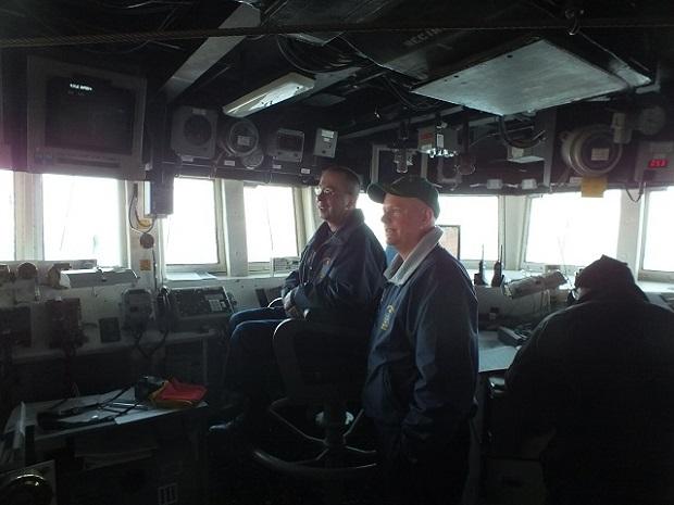 Cmdr Scot Jones, căpitanul lui USS Donald Cook și secundul, cmdr Charles E. Hampton