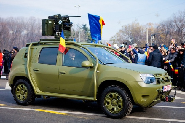Dacia-Duster-Army-side
