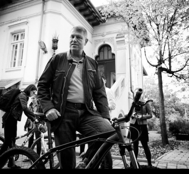 iohannis-pe-bicicleta