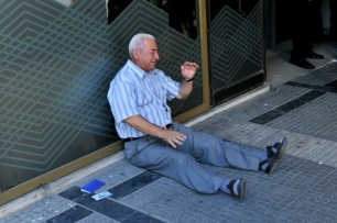 crying-greek-pensioner-the-story-behind-the-poignant-photo
