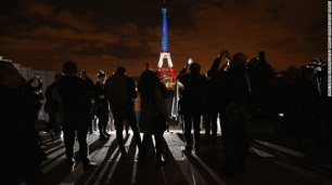 151117094308-paris-attacks-eiffel-tower-tricolore-exlarge-169